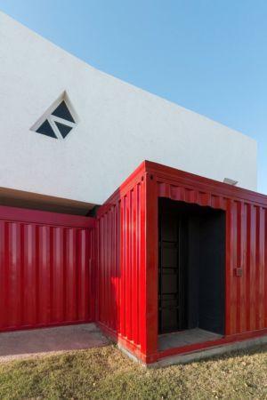 façade entrée - Container House par Schreibe Architect - Cordoba, Argentine.jpg