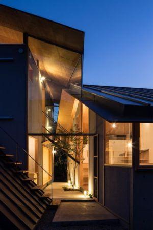 Entrée illuminée - Eaves-House par Y Plus M Design - Kyoto, Japon