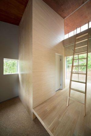 Entrée Espace En Bois - Shed-Roof-House Par Hiroki Tominaga - Yamanashi, Japon