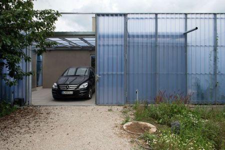 Entrée Garage - House-in-House Par Plural - Bernolakovo, Slovaquie