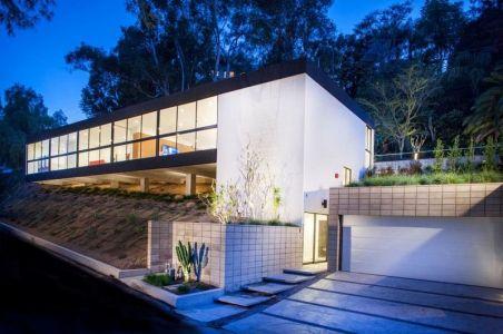 Entrée Garage - Mid-century-family-home Par Nakhshab - San Diego, USA