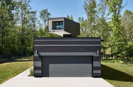 Entrée Garage & Vue Tour Chambre Principale - Bower-House Par Kariouk Associates - Lac Erie, Canada