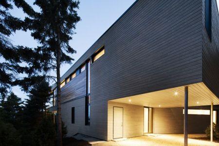 Entrée Illuminée - V-Shaped-Residence Par Bourgeois Lechasseur - Charlevoix, Canada