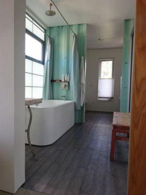 Entrée Salle De Bains - Container-House Par Marie Jones Arizina, USA