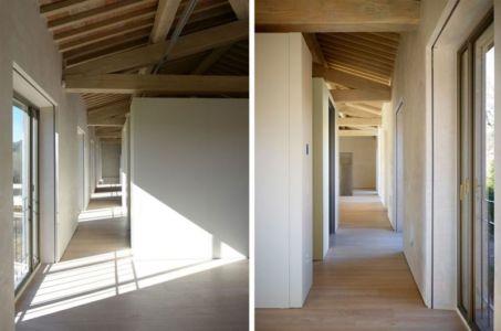 Entrée Vitrée & Couloir - La-Capanna Par Cecchini Chiantelli - Capannori, Italie