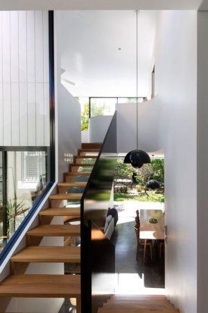 Esaclier Bois Accès étage Supérieur - Unfurled-House Par Christopher Polly Architect - Sydney, Australie