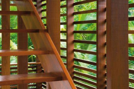 Escalier bois - Casa Tropical par Camarim - Mundau, Brézil