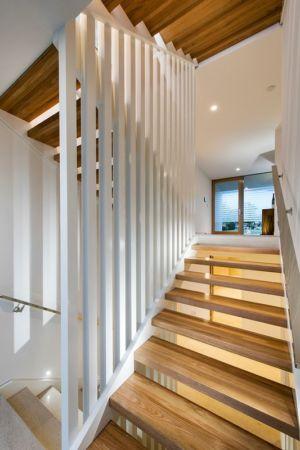 Escalier accès pièce Etage - City Beach House - par Banham Architects - Perth, Australie.jpg