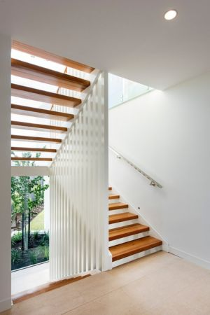 Escalier d'accès à l'étage - City Beach House - par Banham Architects - Perth, Australie.jpg