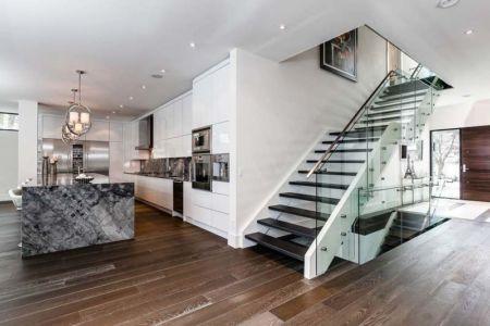 Escalier moderne - Ashley Park House par Barroso Homes - Toronto, Canada |