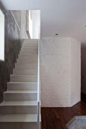 Escalier Accès Niveau Supérieur - HEM-House Par Sanuki Daisuke - Ho Chi Minh, Vietnam