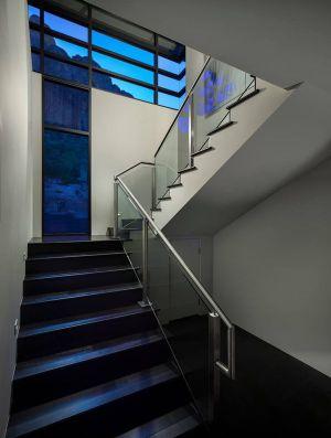 Escalier Accès étage Supérieur - Arizona-Contemporary Par Luster Custom Homes - Arizona, USA