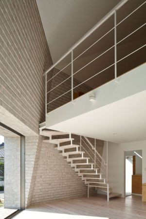 Escalier & Balcon Intérieur - Shirasu Par Asei-Suzuki - Kagoshima, Japon