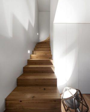 Escalier Bois Accès étage - Restelo-House Par Joao Tiago Aguiar - Lisbonne, Portugal