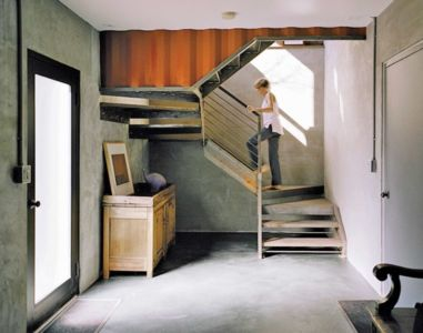 Escalier Bois Accès étage - Shipping-Container-Home Par Moseley Mathesius - New Jersey, Etats-Unis
