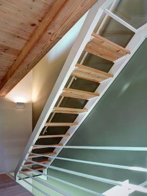 Escalier Bois Accès étage Supérieur - SV-House Par Rocco Borromini - Albosaggia, Italie