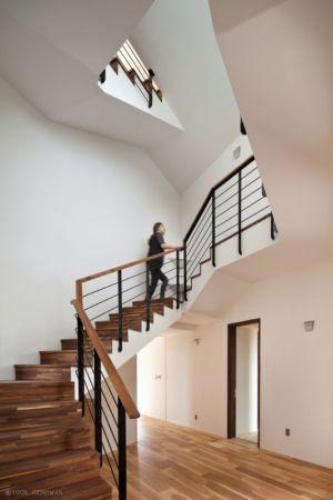 Escalier Bois Accès étage Supérieur - Tower-House-maison-x Par ON Architecture - Gimhae, Coree Du Sud