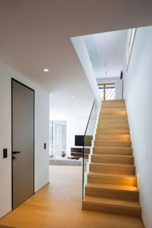 Escalier Bois Accès étage Supérieur - Maison En T Par SoNo Arhitekti - Slovénie