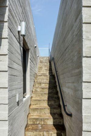 Escalier Extérieur Accès Toit - House-Dongmang Par 2m2 Architects - Geoje, Coree Du Sud