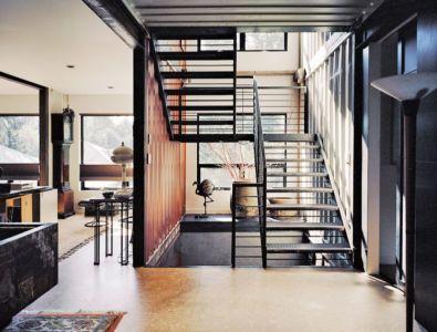 Escalier Métallique Accès étage - Shipping-Container-Home Par Moseley Mathesius - New Jersey, Etats-Unis