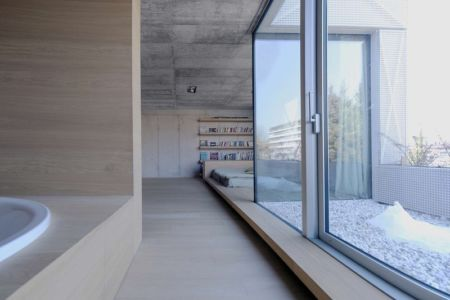 Chambre et salle de bains - Maison Exclusive par Ofis Architects - Ljubljana, Slovenie