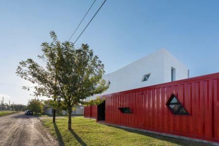 Façade rue - Container House par Schreibe Architect - Cordoba, Argentine.jpg