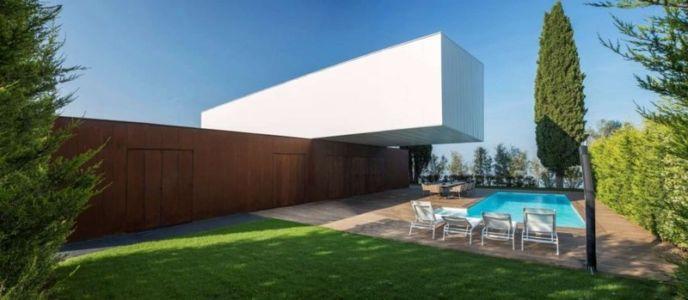 Façade Villa & jardin  - Villa Materada par Proarh, Croatie.jpg