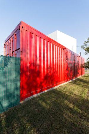 Façade conteneur - Container House par Schreibe Architect - Cordoba, Argentine.jpg