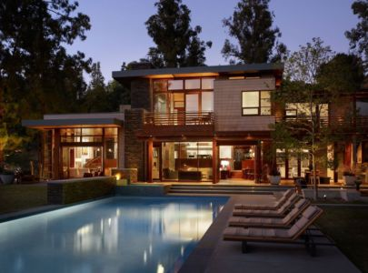Façade de nuit - Mandeville Canyon Residence par Rockefeller Partners Architects - Los Angeles, Usa - photo Eric Staudenmaier