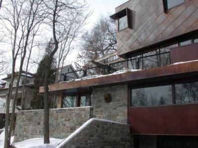 Façade en acier recyclé - Ellis Park House par Altius Architecture - Toronto, Canada