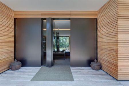 Façade entrée - Wood-House par Marco Carini - Como, Italie
