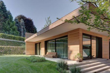 Façade jardin & terrasse - Wood-House par Marco Carini - Como, Italie