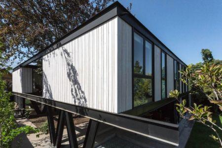 Façade partie supérieure & baies vitrées - House-LG10182 par Brugnoli Asociados Arquitectos - Santiago, Chili
