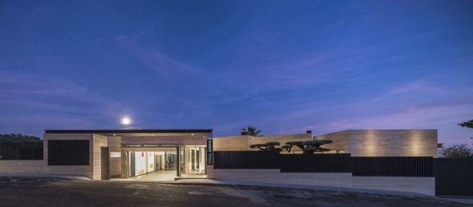 Façade principale - Casa Llorell par dosarquitectes, Costa Brava, Espagne