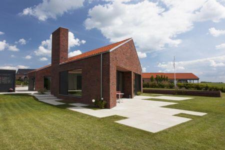 Façade terrasse - Maison G en brique contemporaine par KRADS - Danemark