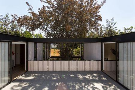 Façade terrasse & entrée - House-LG10182 par Brugnoli Asociados Arquitectos - Santiago, Chili