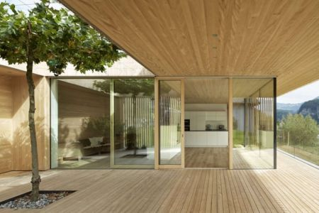 Façade terrasse & grande baie vitrée entrée - Rock-House par Helena Weber - Vorarlberg, Autriche