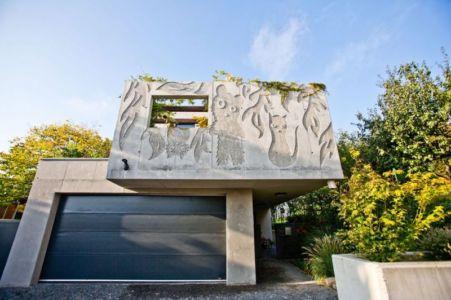 Façade Bâtiment Avec Figurines - Villa-Inga Par Par Sebo Lichy - Bratislava, Slovaquie