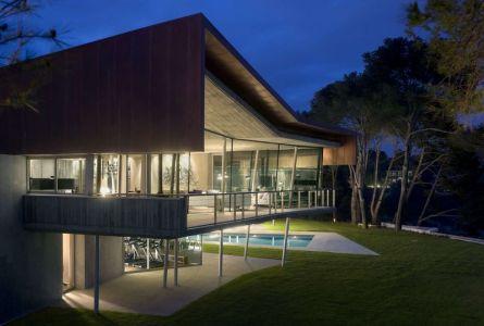 Façade Balcon & Jardin Illuminé - Summer-Residence Par Fuses Viader Architects - Calonge, Espagne