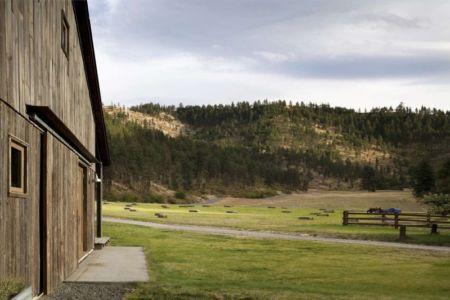 Façade Bois Entrée & Vue Paysage - Rural-Barn Par MW Works - Leavenworth, USA
