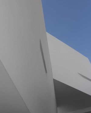 Façade Deux Blocs De Béton Superposés - Mosha House Par New Wave-Architecture - Mosha, Iran