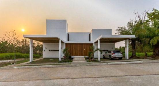 Façade Entrée Secondaire & Garage - Casa-Guazuma Par Alberto-Zavala - Tabasco, Mexique