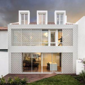 Façade Grille & Porte Vitrée Coullissante - Restelo-House Par Joao Tiago Aguiar - Lisbonne, Portugal