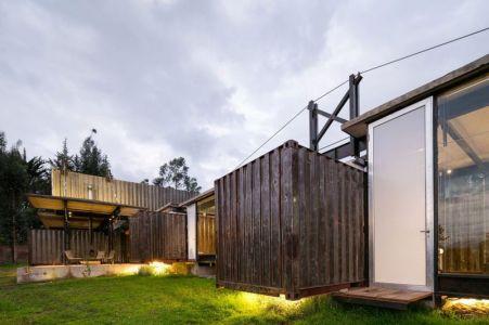 Façade Jardin & Entrée Porte Vitrée - RDP House Par Daniel Moreno Flores - Pichincha, Equateur