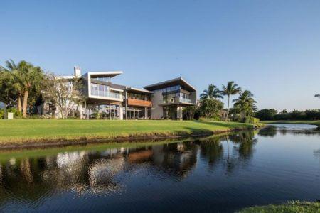 Façade Jardin & Mini Lac - Ballantrae Court Par Kz Architecture - Floride, USA