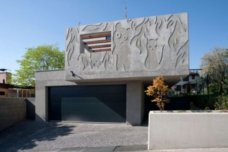 Façade Mur Avec Figurines - Villa-Inga Par Par Sebo Lichy - Bratislava, Slovaquie
