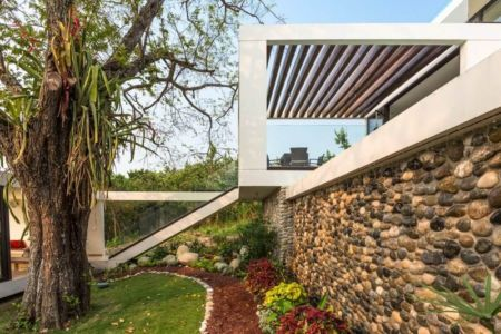 Façade Mur En Pierres & Jardin - Casa-Guazuma Par Alberto-Zavala - Tabasco, Mexique