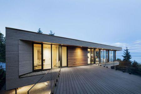 Façade Terrasse Balcon En Bois - V-Shaped-Residence Par Bourgeois Lechasseur - Charlevoix, Canada