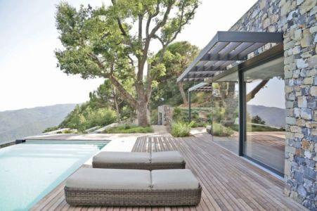 Façade Terrasse Bois & Grande Baie Vitrée Entrée - Villa-N Par Giordano Hadamik Architects - Imperia, Italie