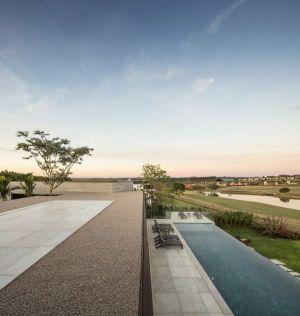 Façade Toit & Vue Panoramique Piscine - Fazenda-Boa-Vista Par Fernanda Marques Arquitetos - Porto Feliz, Bresil